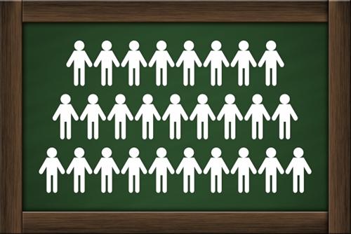 黒板に描かれた人口統計のイメージ